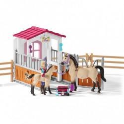 Набор Стойло с арабской лошадью и жеребенком, конюхом